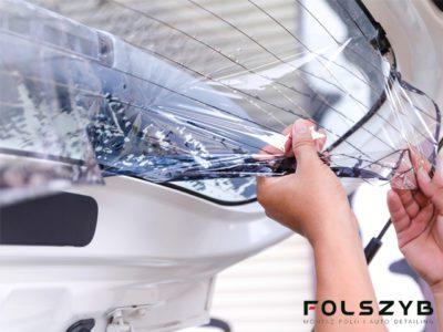 Demontaż folii zszyb samochodowych szyba tylna